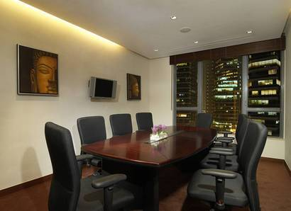 Meeting Room - Book our Meeting Room for 10 persons with natural daylight