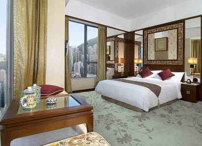 Deluxe City View room - The Floor-to-ceiling windows provide make this room light and bright